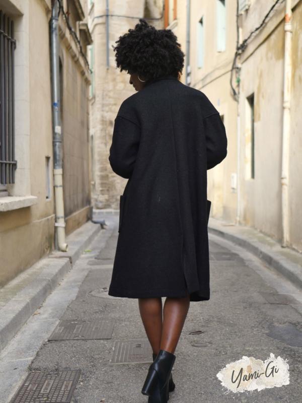 Manteau KARL Yami-Gi vêtement boutique sud Vaucluse Avignon Luberon Provence Homme Femme vêtement création française italienne Lin chemise lin pantalon Casual et Intemporel mode vêtement Provence Casual Style Femme Chic Boheme tendance Fashion femme Carpentras Vaucluse Région Paca mode
